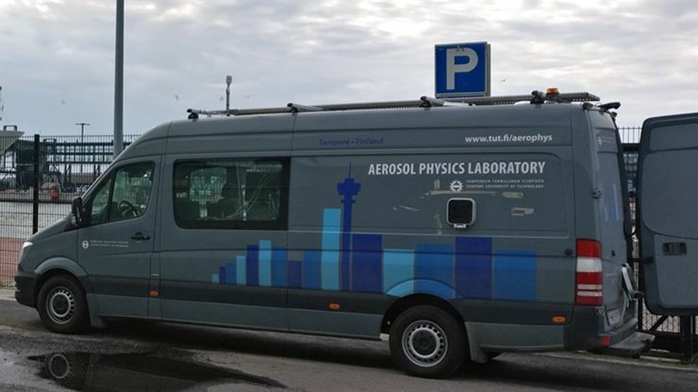 Picture of the Aerosol Phycics Laboratory vehicle of the University of Tampere during a measurement camgaign in Helsinki